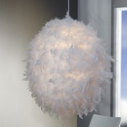Závesná lampa Pantau biela / perie